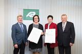Unterzeichnung der Charta durch SVB-Obfrau Theresia Meier und Bundesbäuerin Andrea Schwarzmann (c) SVB (4).jpg