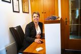Justine Stromberger bei der Schalterarbeit am UaB-Betrieb.jpg