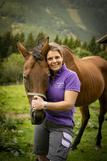 Justine Stromberger mit Pferd.jpg