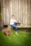 Justine Stromberger ist eine moderne Frau mit Hund.jpg