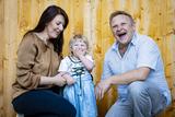 Das Ehepaar Schranz mit seiner kleinen Tochter ©Wirlphoto