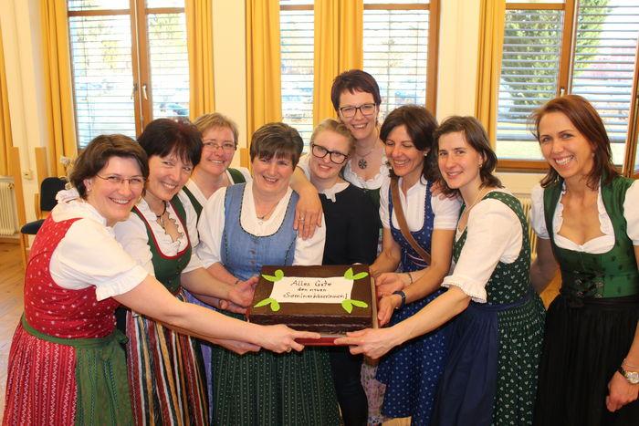 Gruppenbild mit Torte_SB_2016_17 © LK Steiermark