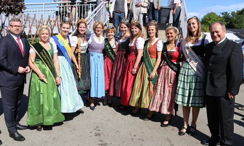 Vorstellung Der Landesweiten Königinnen Auf Der Wieselburger Messe