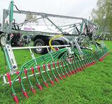 Schleppschuhverteiler auf Grünland bringt hohe Schlagkraft bei wenig Überfahrten. ©Vacutec