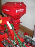 Pneumatische Zwischenfrucht-Sämaschine – Gebläse über Traktor-Dauerstromsteckdose angetrieben. ©Gottfried Hauer/LK Niederösterreich