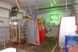 Einbau der Melkstation in Längsrichtung in das bestehende Melkstandgebäude. Eine entsprechende Wandöffnung ist für den Einbau nötig. ©Josef Rechberger/LK Niederösterreich