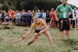 Gewinnerin Mädchen Klasse Standard Karin Fischer beim Mähen